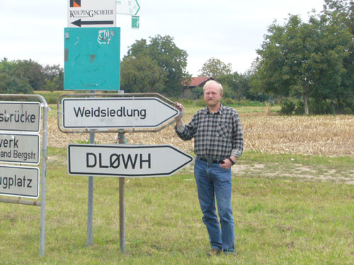 DL0WH − Clubstation with an own road sign